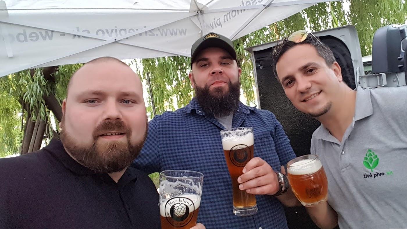 Pivní fajnšmekri zo žitného ostrova si vychutnali najmenší festival živého piva na Slovensku