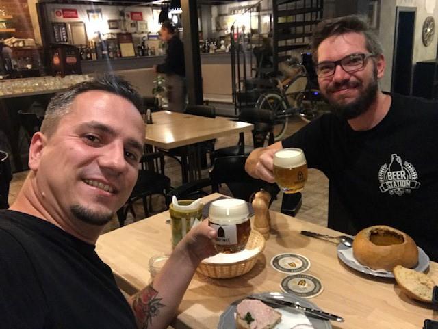 Ochutnali sme pivá a uhorkovicu v Košickom Hostinci